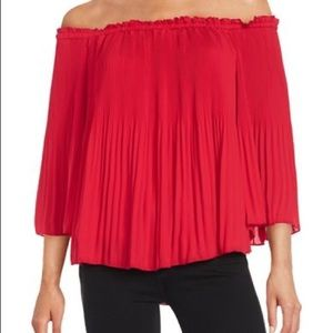 Halston Red Pleated Off-Shoulder Blouse szL